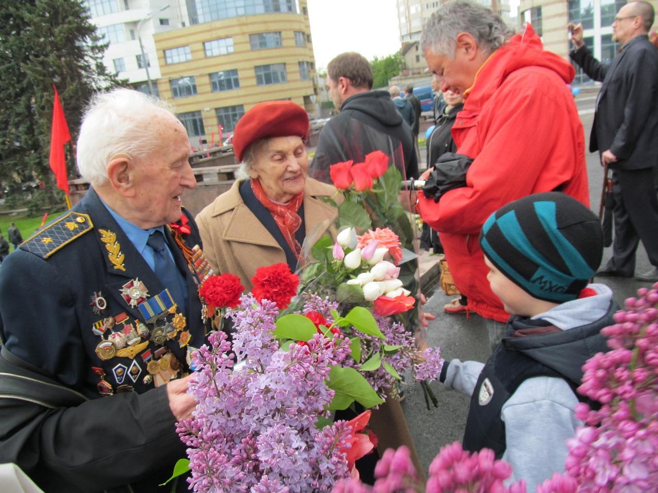 Стихи для ветеранов на 8 марта есть простые