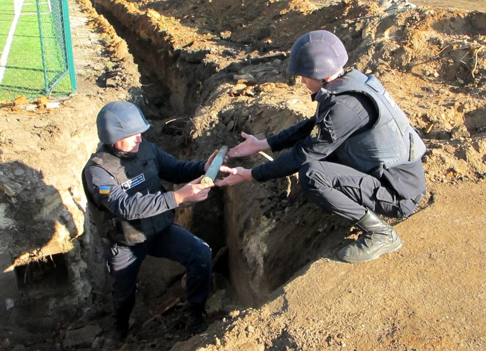 У школы в пригороде Одессы нашли почти 350 снарядов и гранат