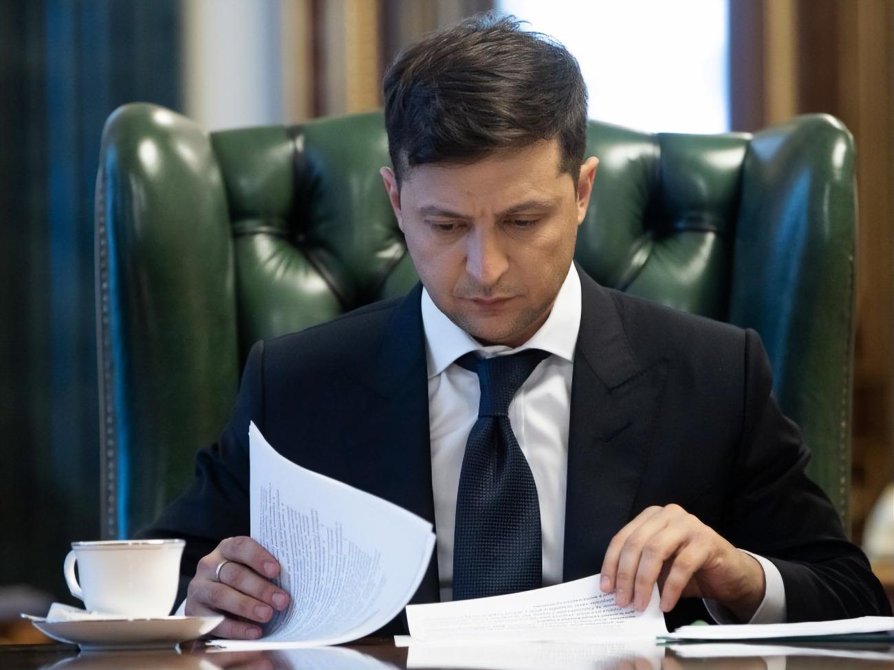 Зеленский исправил ошибки Порошенко, подведшего под санкции случайных людей