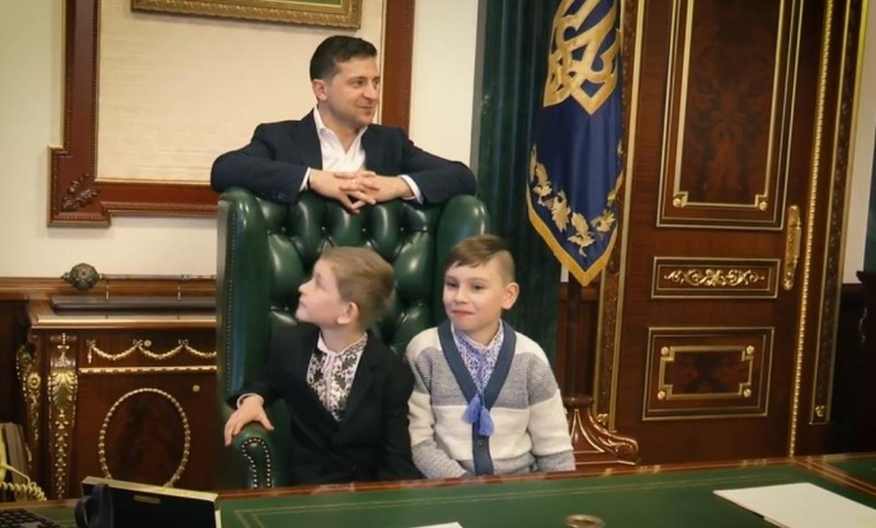 Зеленский с чужими детьми задал топ-чиновникам неудобные вопросы
