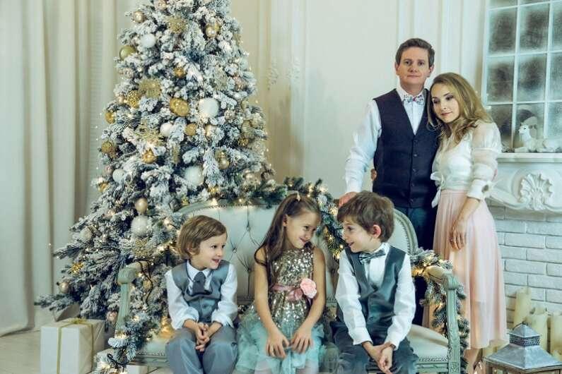 О вере в Святого Николая и подарках: откровения звездных родителей - фото 4