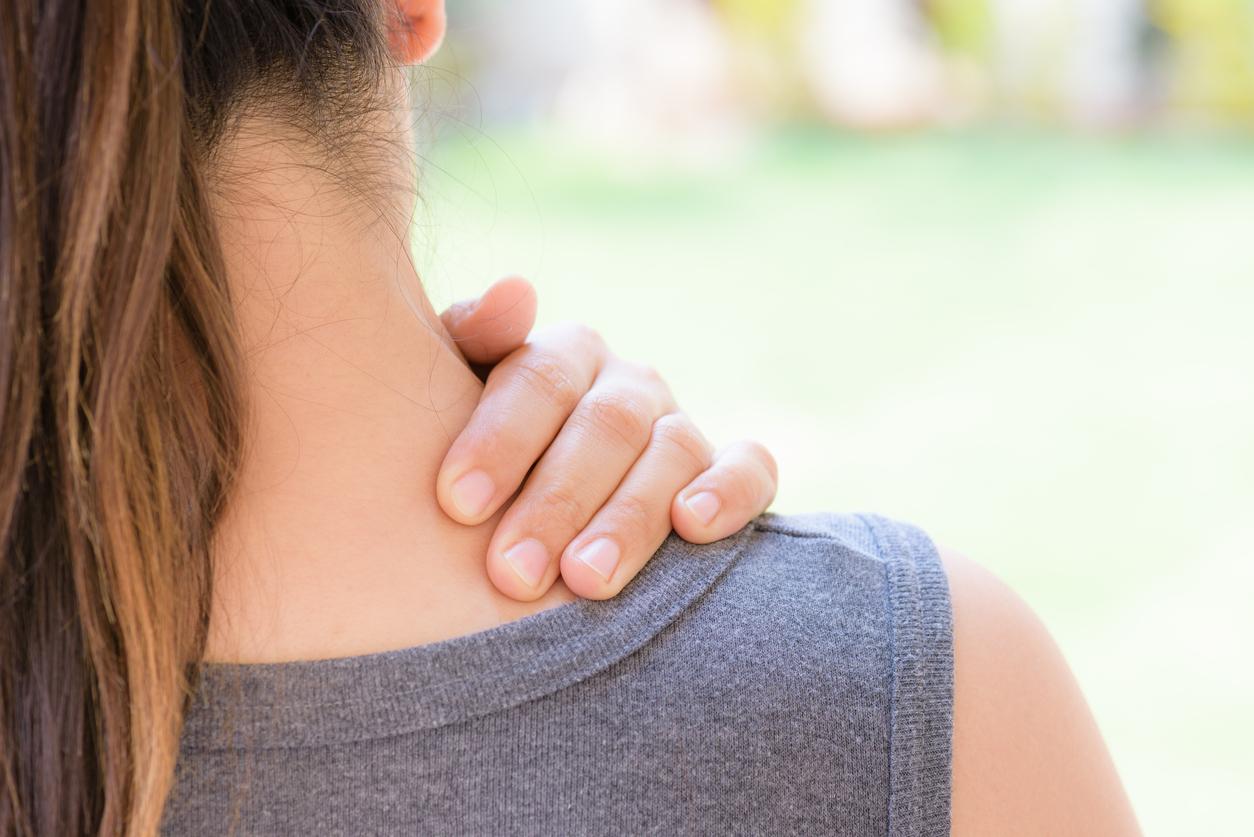 Прыщи на спине: откуда берутся и как лечить
