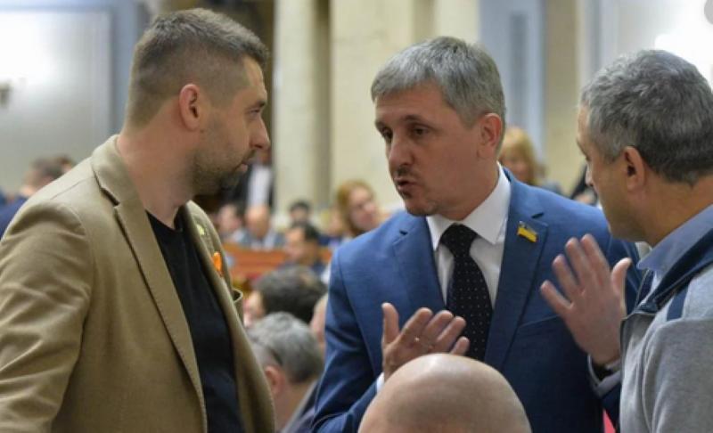 Нардеп Слуги народа Остапенко хотел получить зарплату без очереди