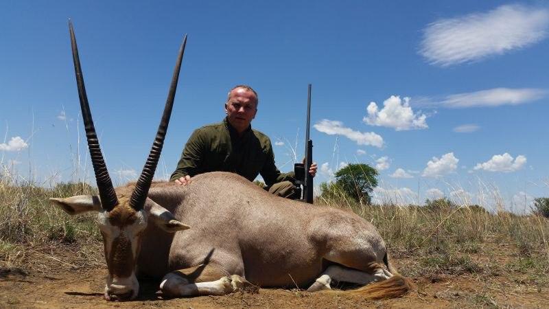 В Сеть попали фото Шуфрича с убитыми носорогами, гиенами и леопардом - фото 4