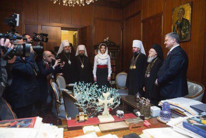 """Какие подарки Порошенко скрыл от Музея Президента. Расследование """"Вестей"""" - фото 1"""