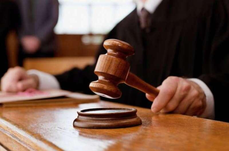 В Чернигове судья уснул во время заседания - видео-1200x800