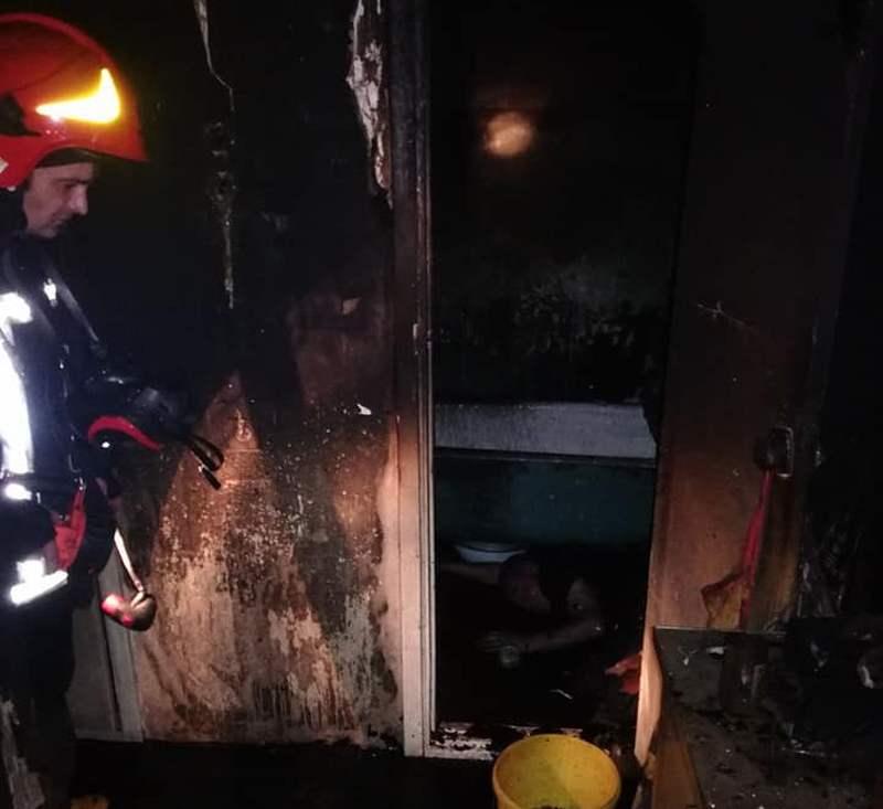В Киеве на пожаре погибли два человека (фото)