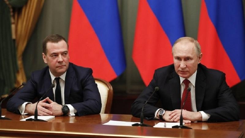 Картинки по запросу путин и медведев отставка