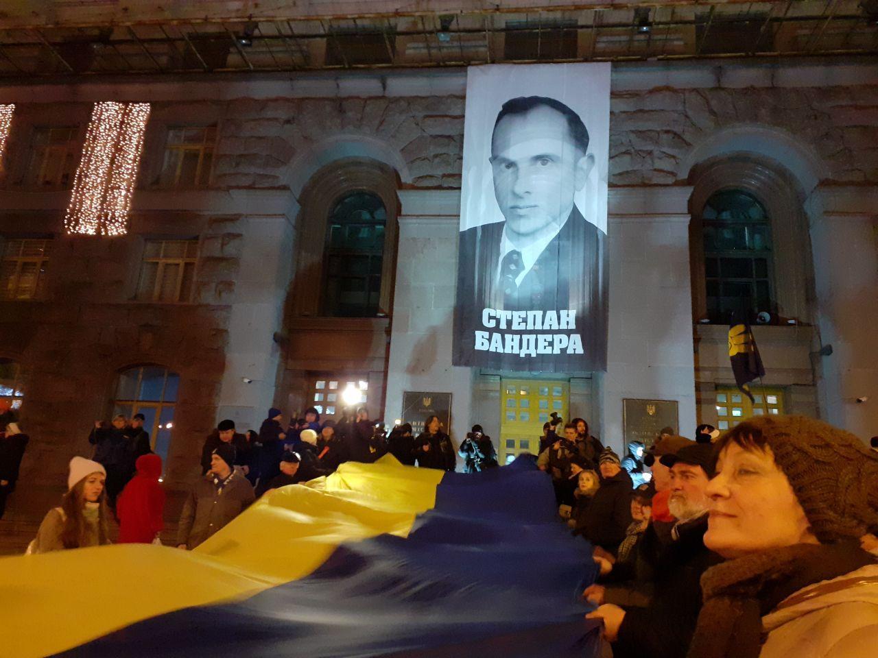 Карась и Валькирия. Как украинцев будут патриотически воспитывать