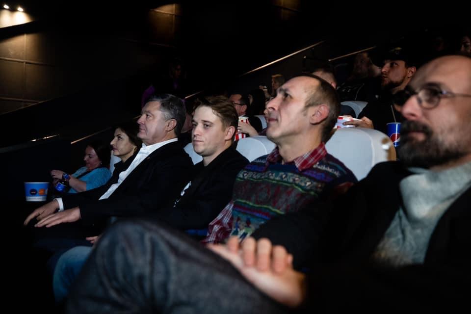 Реализм и мистика: игнорирующий допросы Порошенко опять сходил в кино - фото 5