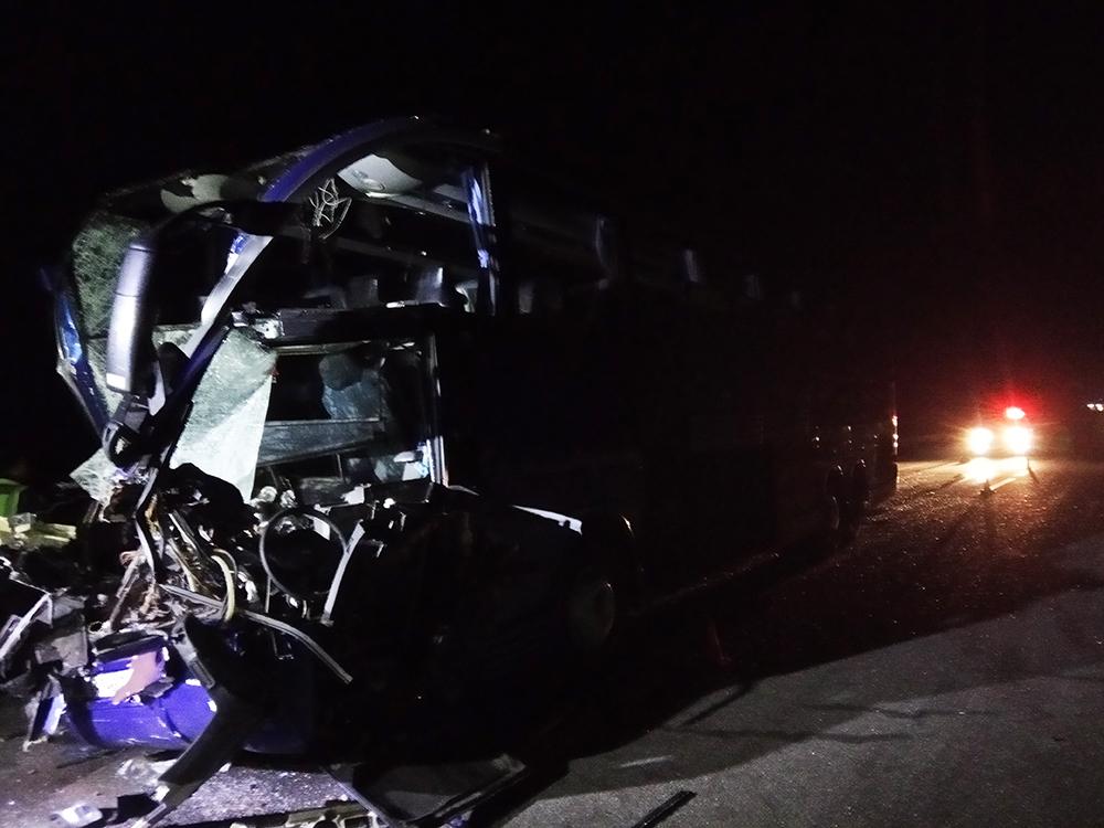 """На трассе Киев-Одесса """"Автолюкс"""" снова врезался в грузовик: 17 пострадавших - фото 1"""