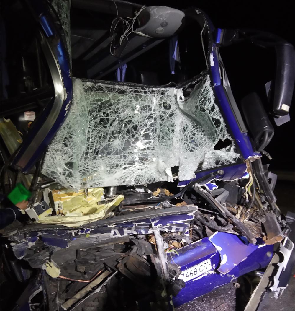 """На трассе Киев-Одесса """"Автолюкс"""" снова врезался в грузовик: 17 пострадавших"""