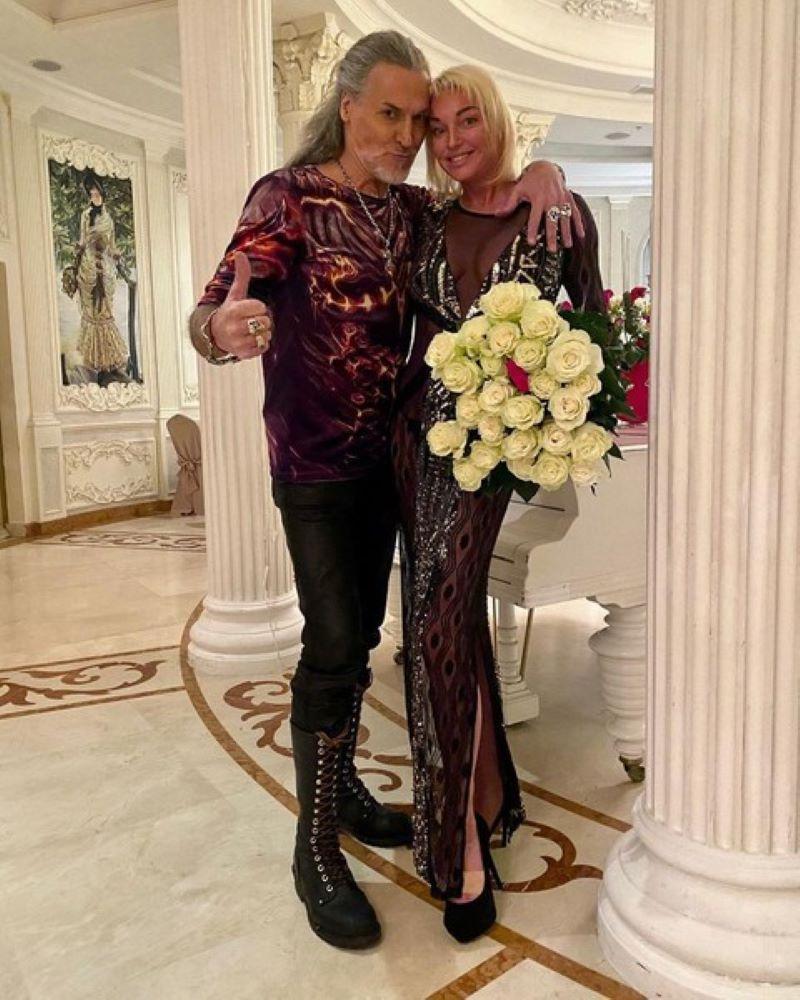 Свадьбу сыграем возле Мойки - Анастасия Волочкова выходит замуж - фото 1