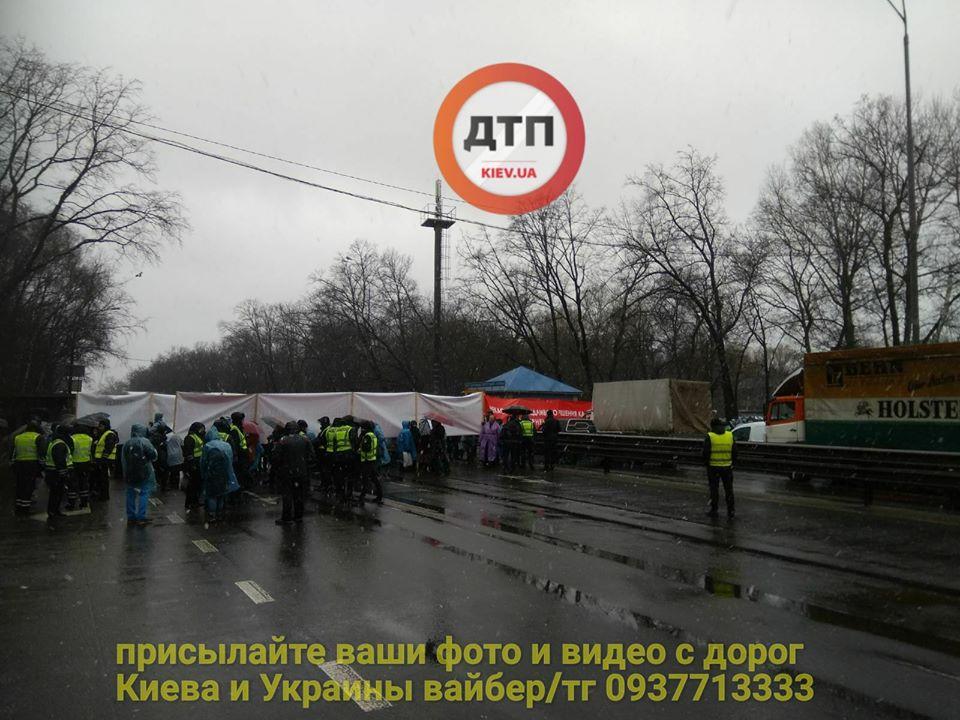 За 150 грн імітують невдоволення - активісти перекрили трасу Київ-Одеса - фото 1