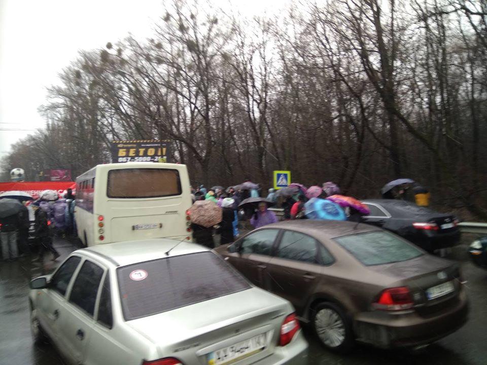 За 150 грн імітують невдоволення - активісти перекрили трасу Київ-Одеса - фото 2
