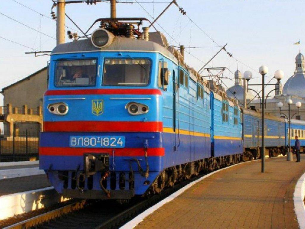 """""""Укрзализныця"""" возобновит курсирование 10 поездов - список"""