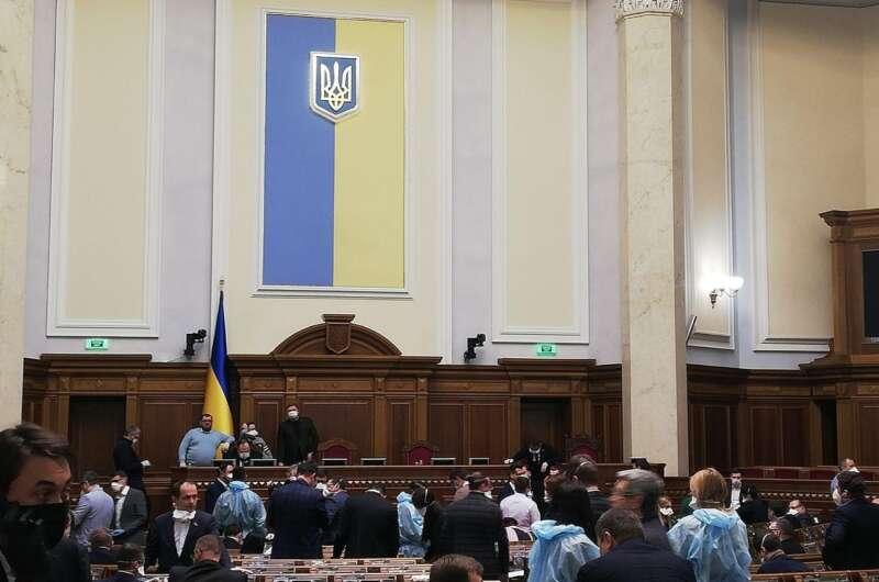 Сотни поправок и жаркие споры - как в Раде сражаются за украинскую землю-800x530
