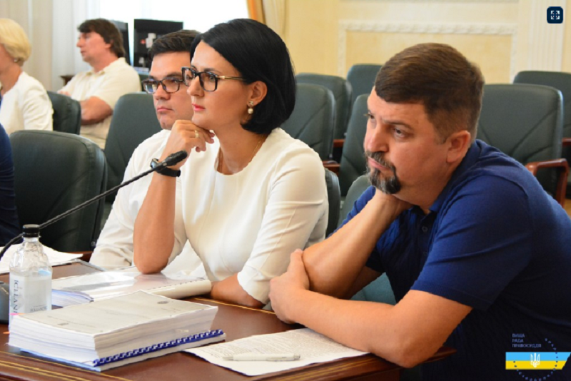 За гранью. Семья Матиоса наживается на Украине, прикрываясь благими целями - фото 8