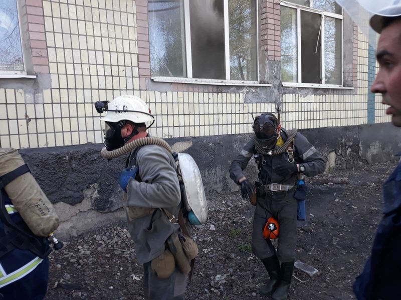Горели одежда и потолок - из шахты под Днепром спасли почти 600 человек - фото 2