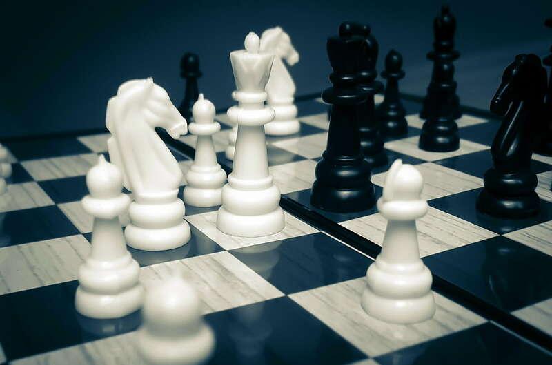 Как научиться играть в шахматы ♟️ - полный обзор фигур, ♟️правил и тактик