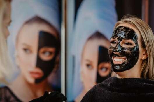 Как сделать маску для лица в домашних условиях: 5 эффективных рецептов-1200x800