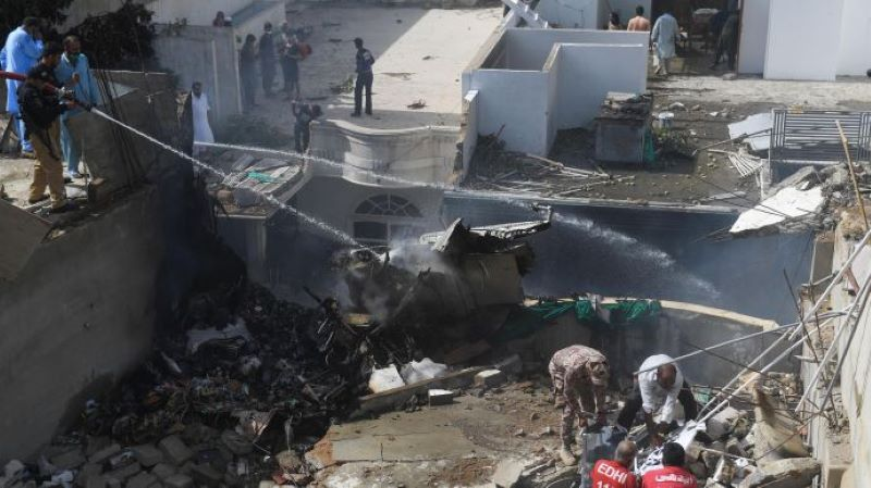 В Пакистане назвали число жертв авиакатастрофы в Карачи