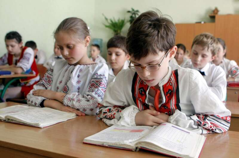 Школьников вКиеве вынудили перед уроками исполнять гимн государства Украины