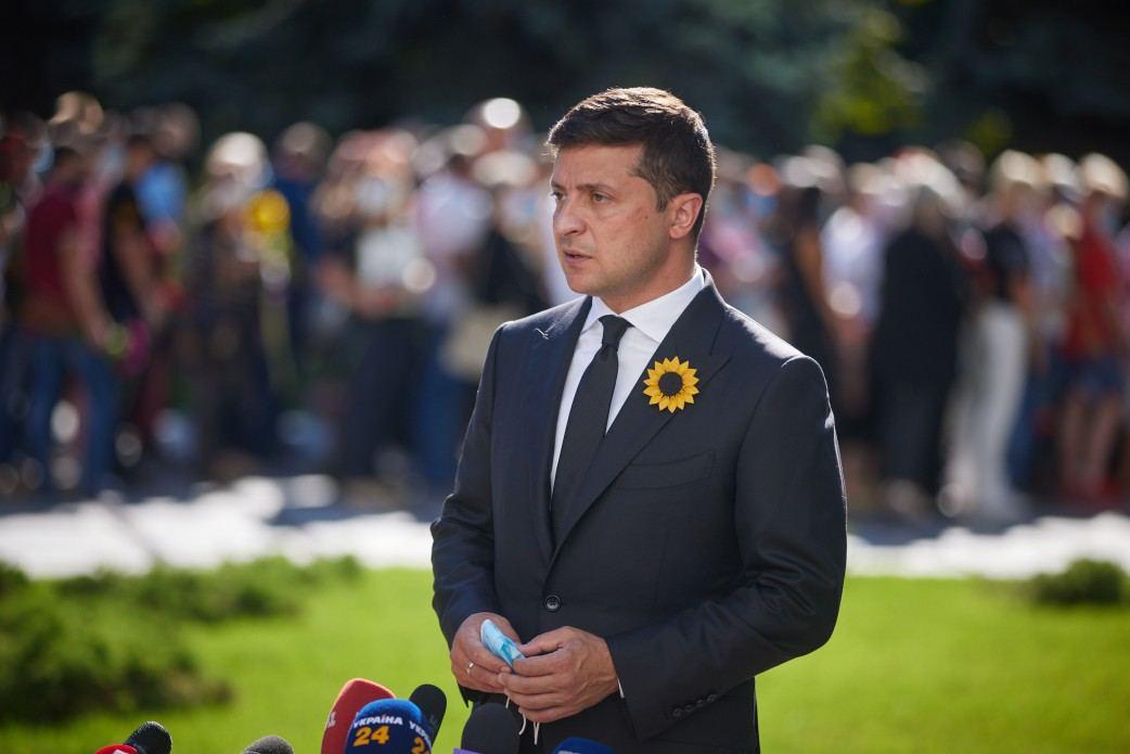 Зеленский почтил память погибших защитников Украины - фото 1