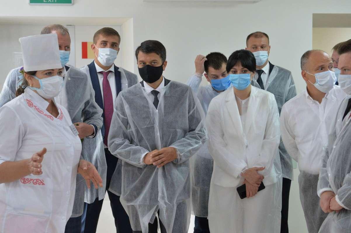 Авиация и донорство - Шмыгаль и Разумков отчитались о рабочих поездках - фото 2
