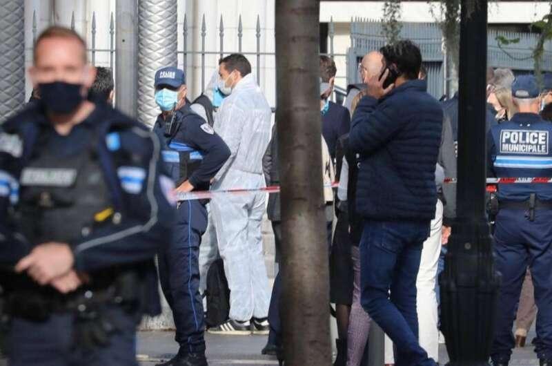 Во Франции задержали мужчину, который достал огромный нож посреди улицы-800x530
