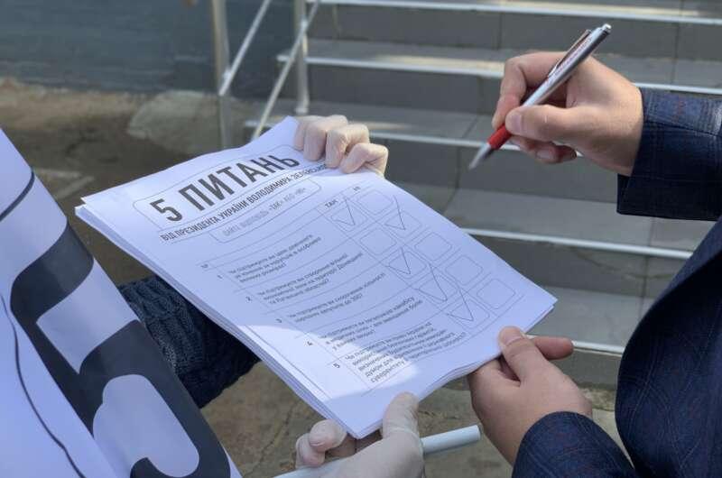 Главное за день: явка на выборах, опрос от Зеленского и удаленка в школах - фото 3