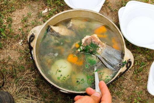 С дымком на природе, или дома на кухне - вкусно будет всем: как варить уху-1200x800