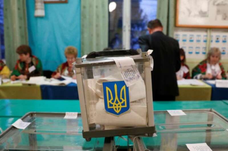 В двух городах Украины, где мэры умерли от COVID-19, начались перевыборы-800x530