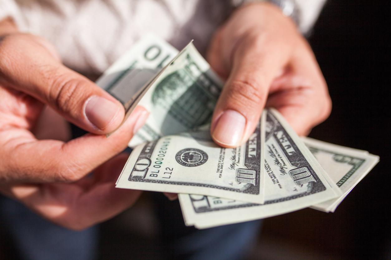 Доллар стремительно растет, а евро - наоборот: курс на 29 октября