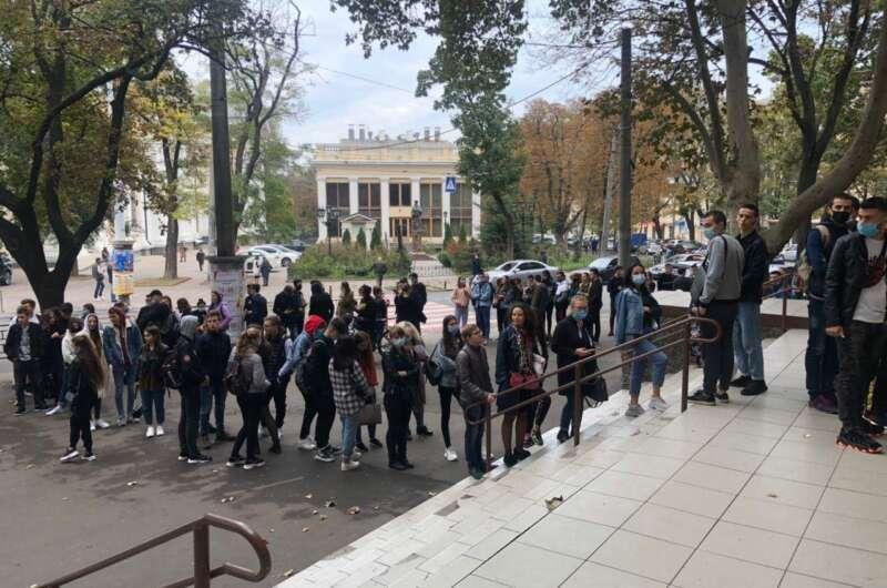 Главное за день: явка на выборах, опрос от Зеленского и удаленка в школах - фото 2