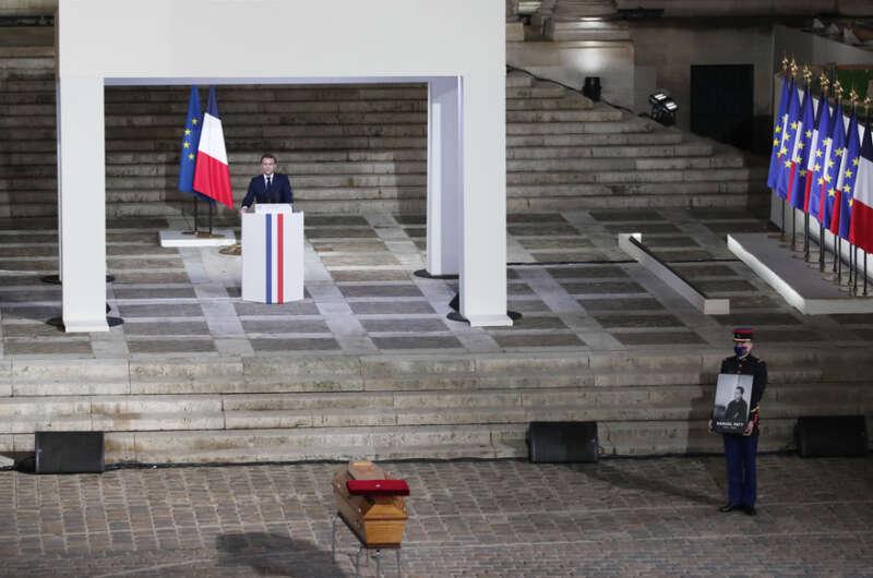 Убитого французского педагога выдали его ученики за деньги-800x530