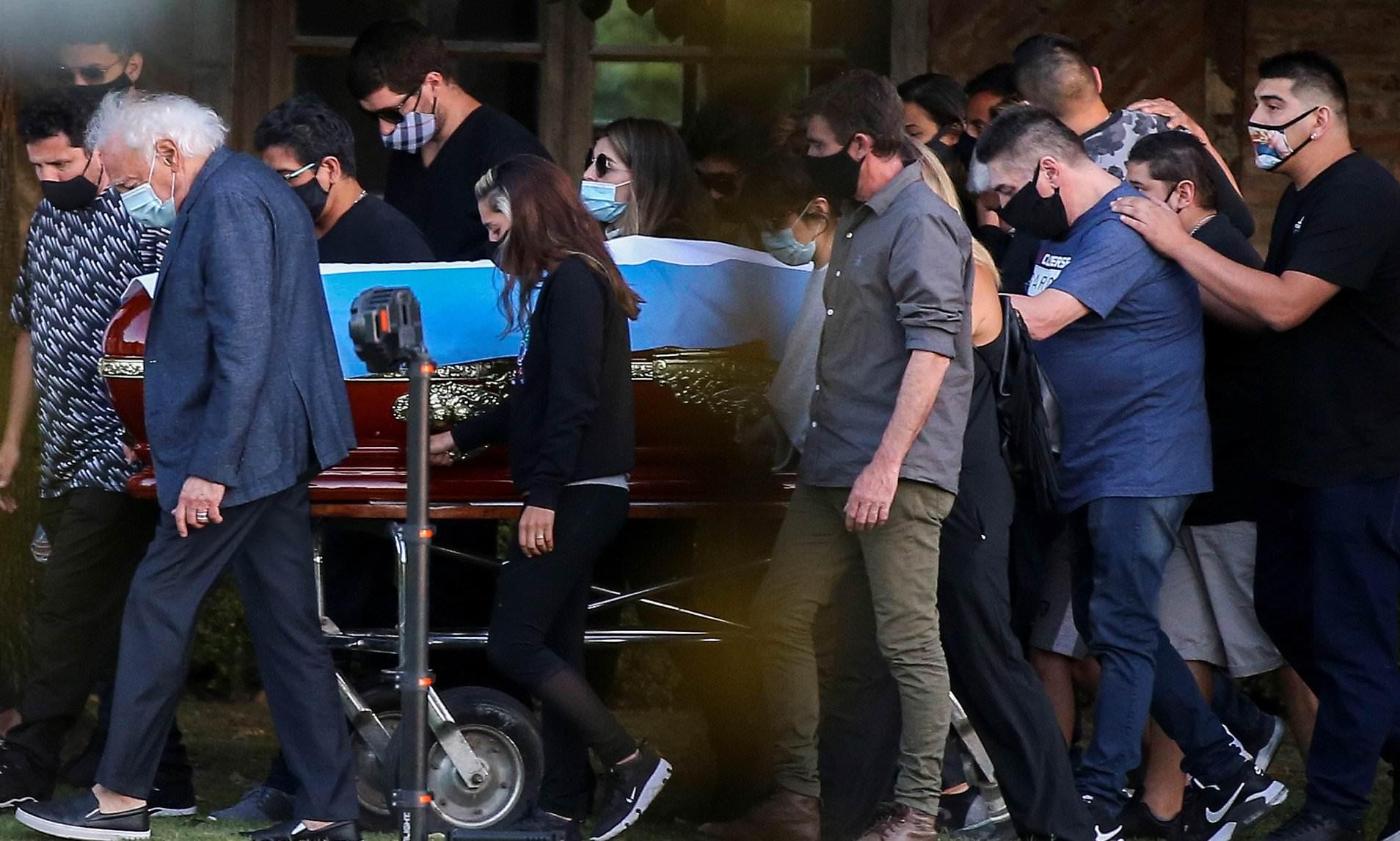 Миллион фанатов и море слез – как прошли похороны Марадоны - фото 4