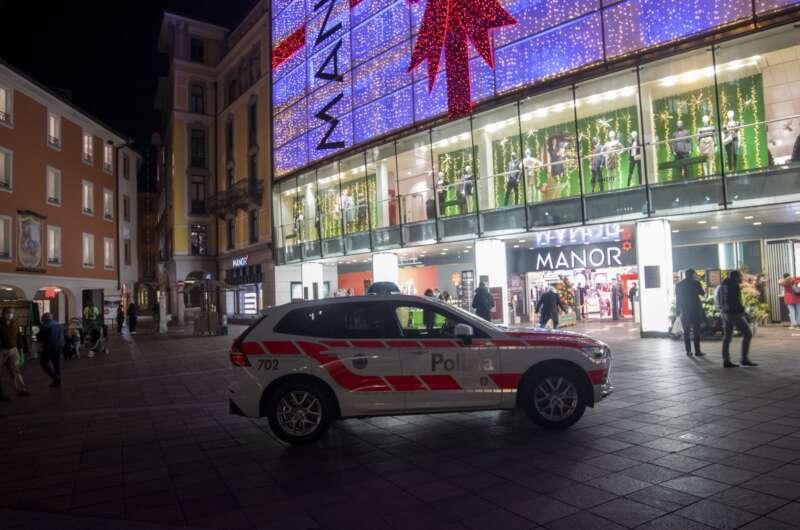 В Швейцарии женщина с ножом напала на посетителей супермаркета-800x530