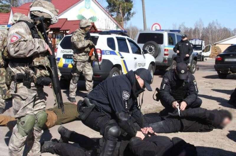 """""""Черные нотариусы"""" восстают. Как в Украине продолжает процветать рейдерство-800x530"""