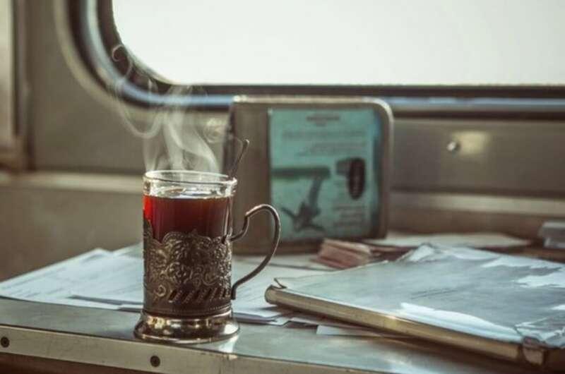 Укрзализныця решила вернуть в поезда чай и кофе, но стаканов уже не будет-800x530