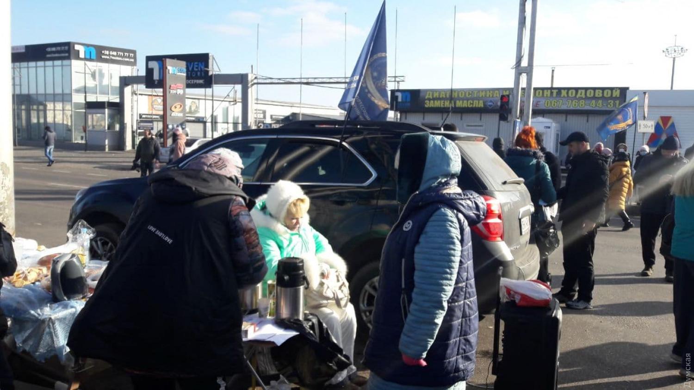 """Нет карантину! Торговцы рынка """"7-й километр"""" перекрыли дорогу под Одессой"""
