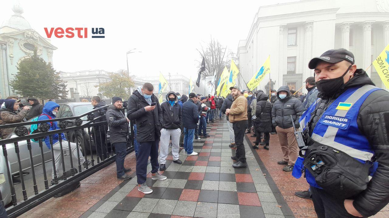 Под Радой продолжается митинг евробляхеров – фоторепортаж - фото 3