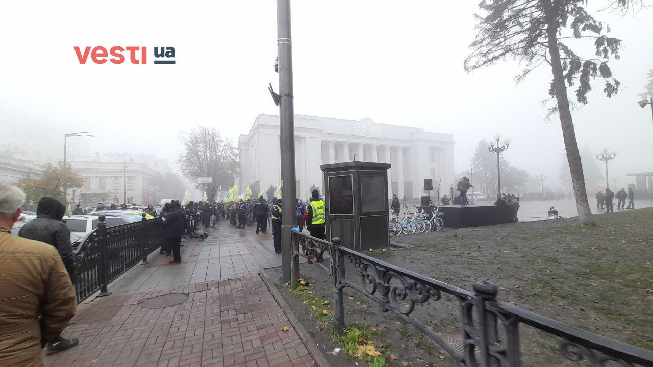 Под Радой продолжается митинг евробляхеров – фоторепортаж - фото 4