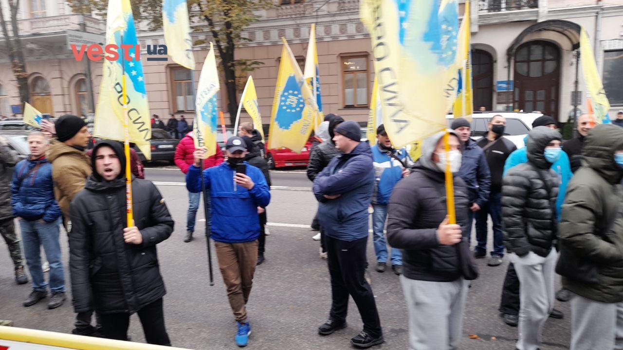 Под Радой продолжается митинг евробляхеров – фоторепортаж - фото 1