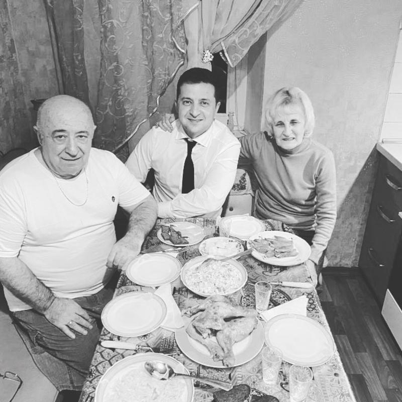 Люблю - Зеленский опубликовал фото с родителями - фото 1