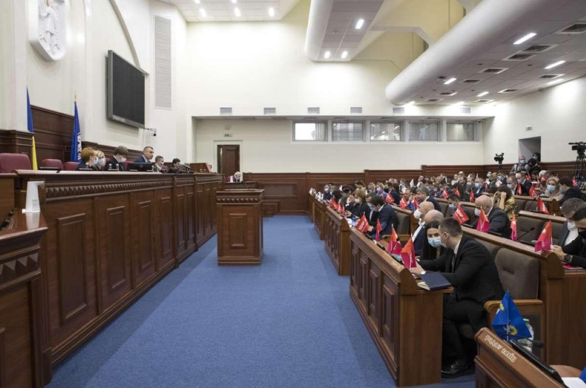 Киев хочет больше денег - депутаты просят помощи у Конституционного суда