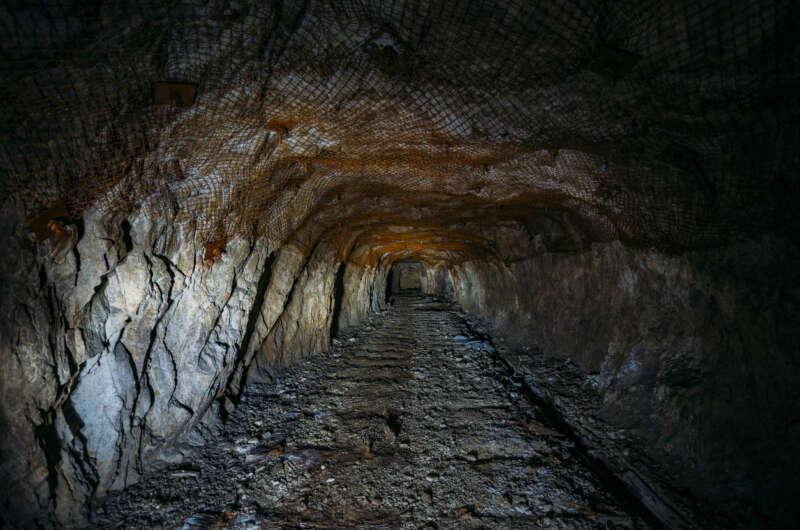 Госшахта в Угледаре частично осталась без света из-за миллионных долгов-800x530