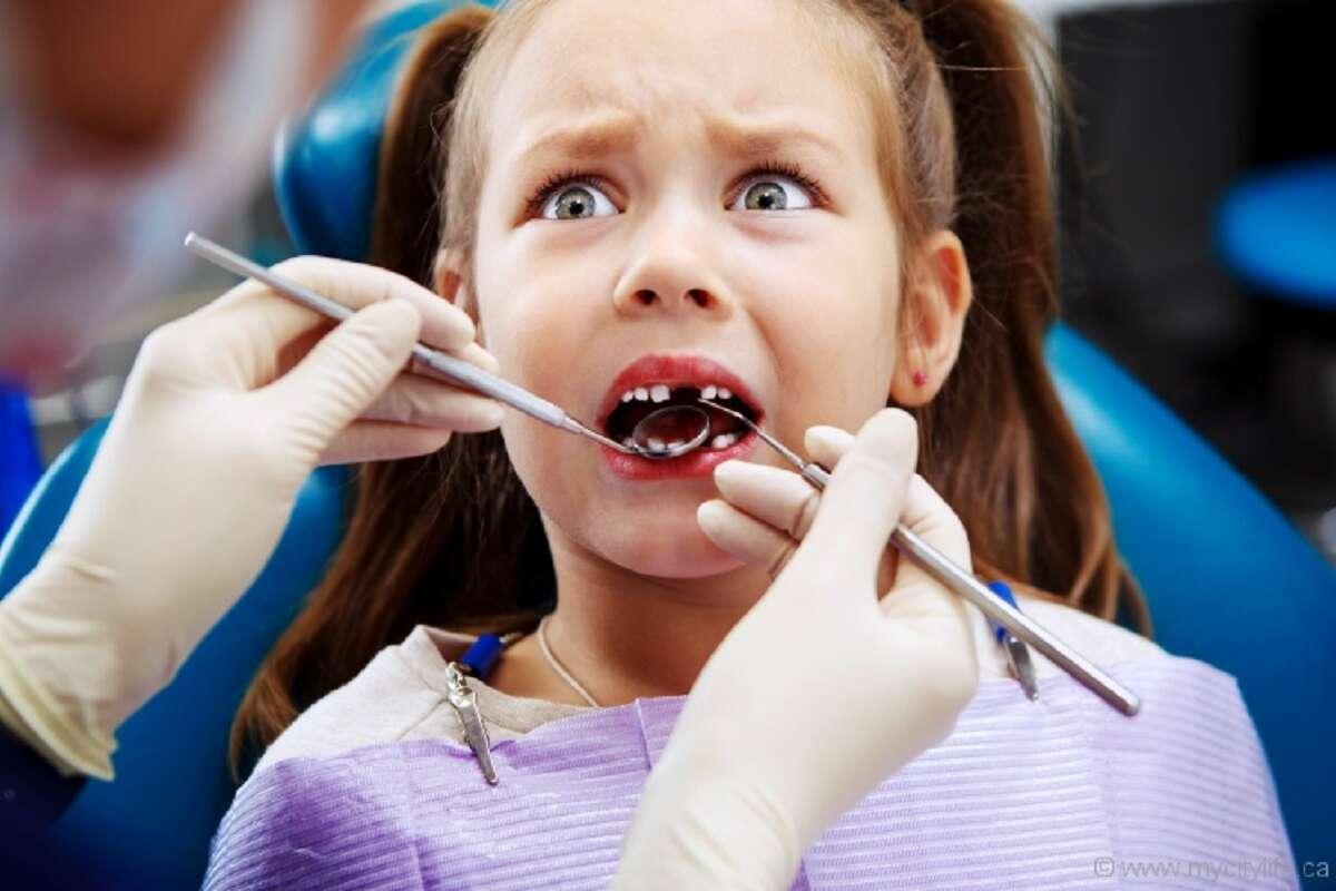 Стоматолог из Ровно избивала и душила детей во время лечения 18+-1200x800