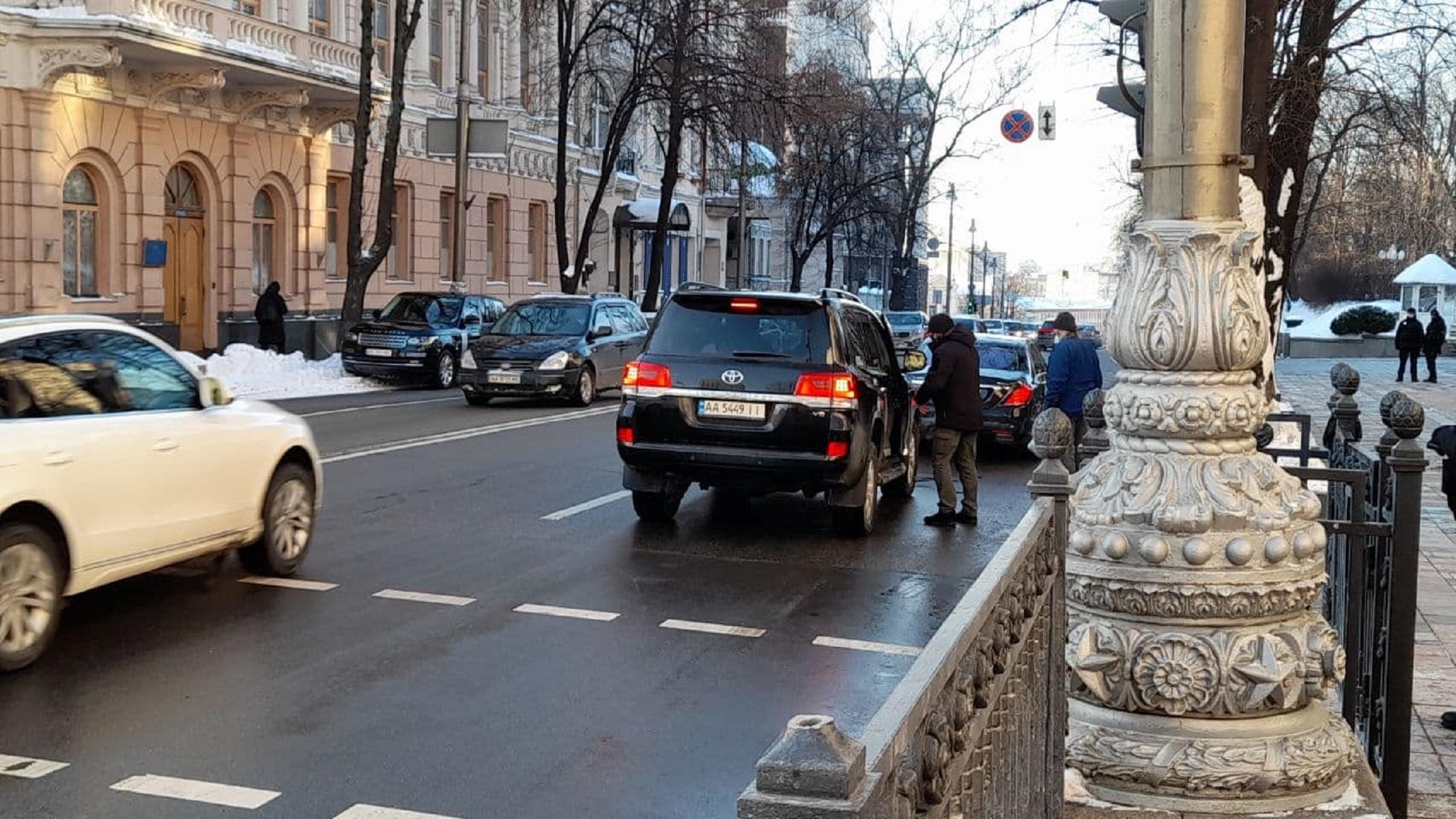 """Колеса власти: на какие авто пересели депутаты, """"живущие на одну зарплату"""" - фото 1"""