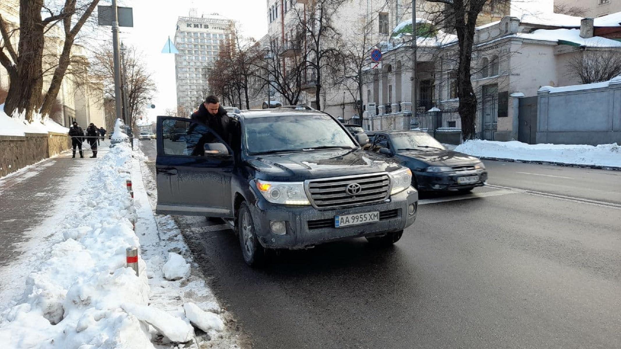 """Колеса власти: на какие авто пересели депутаты, """"живущие на одну зарплату"""" - фото 15"""